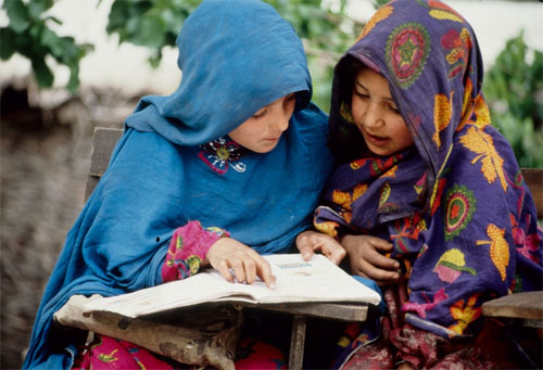 girls reading